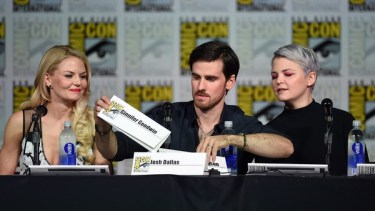 The cast of OUAT (my babies) traded name cards within the first five minutes of their panel. The cameramen got confused, so they had to switch them back. It didn't exactly work.